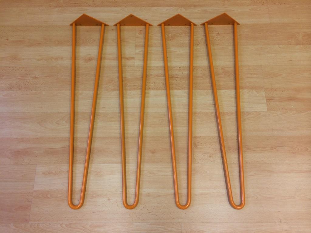 patas metálicas naranjas para fabricar una mesa