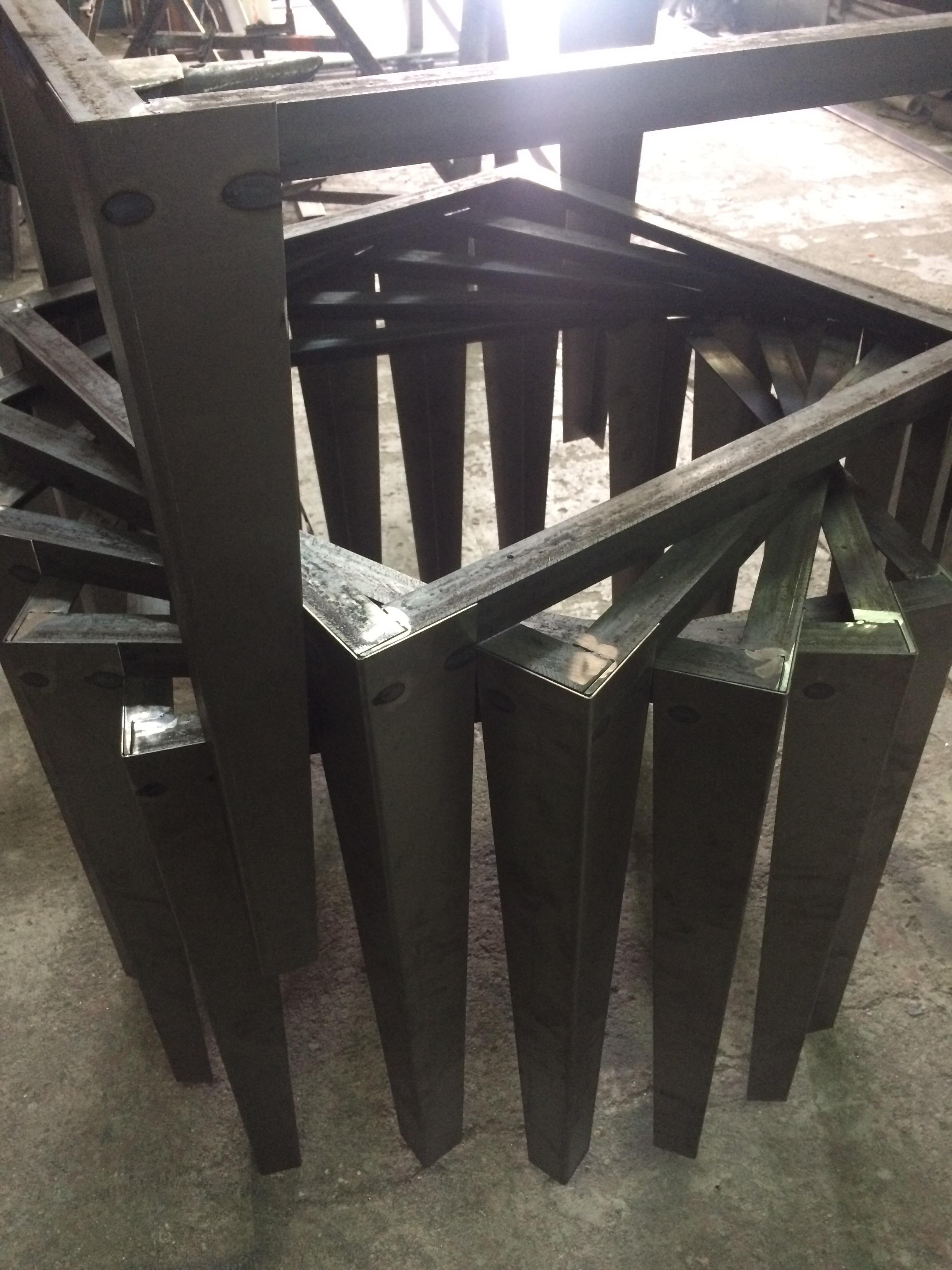 patas robustas y estructura mesa Mobiliario Industrial