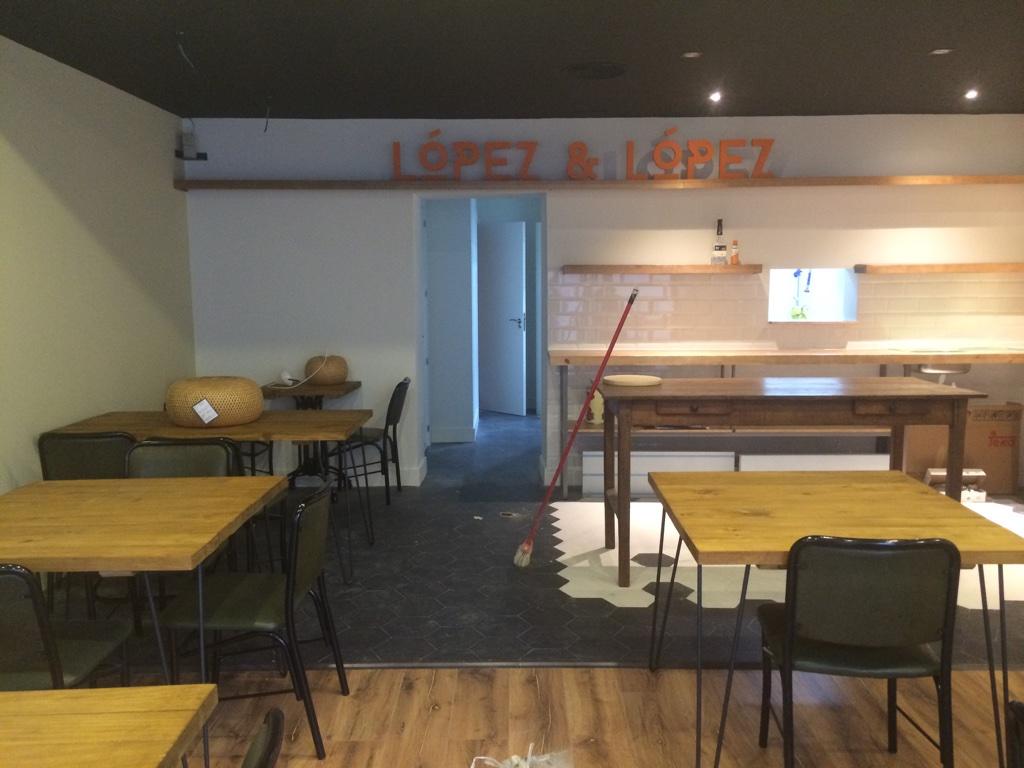 decoración pizzería lópez & lópez en Madrid por Mobiliario Industrial