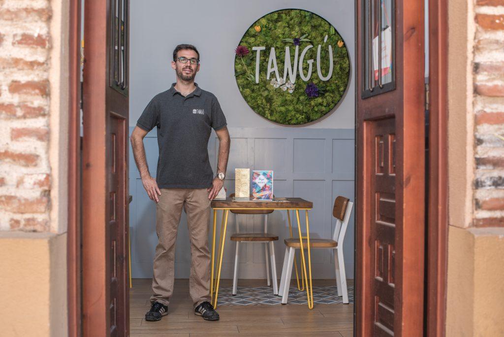 Rubén CEO de la Hamburguesería Tangú