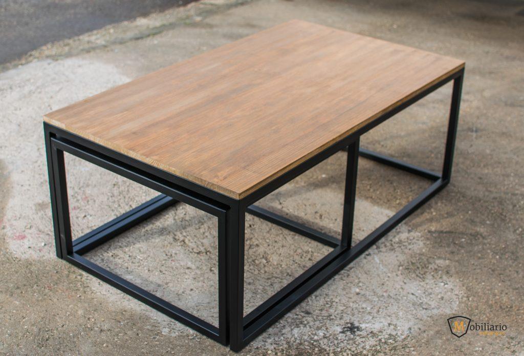 mesa ofrece luz y el espacio en el salón