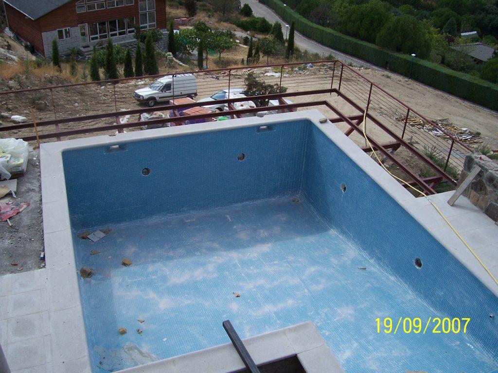 piscina exterior de la casa