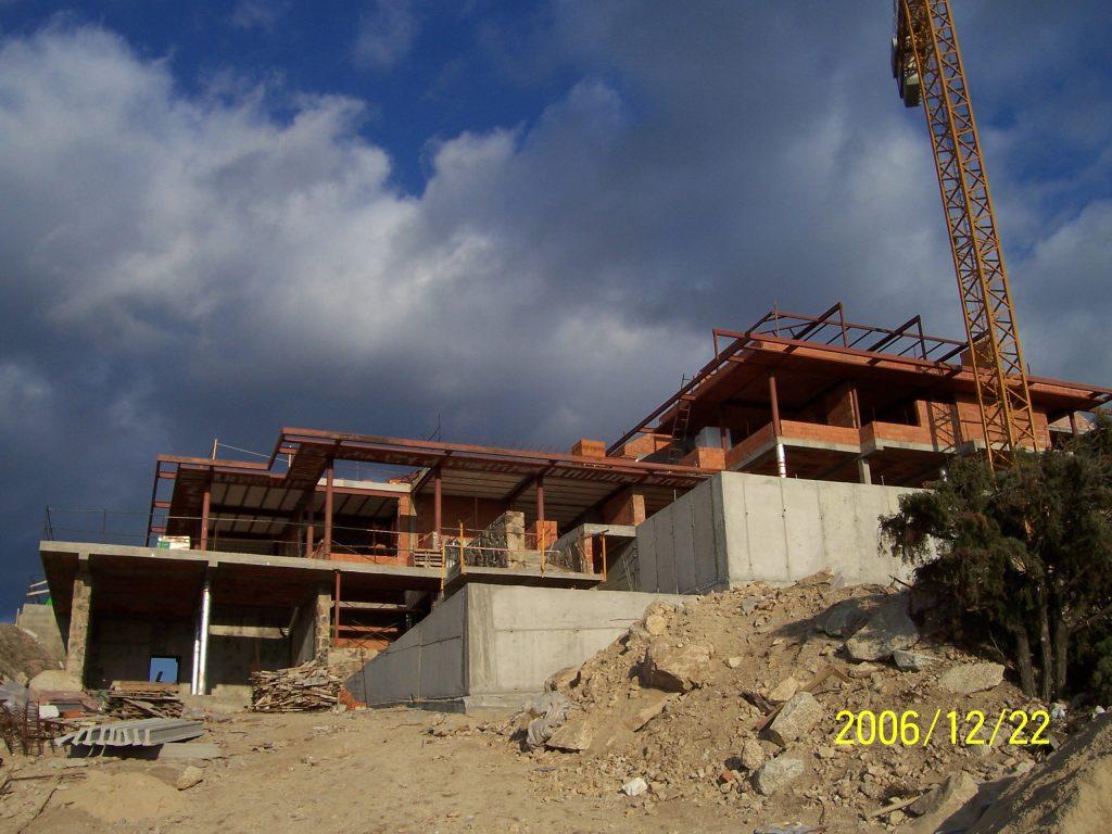 una casa desde los planos por Mobiliario Industrial