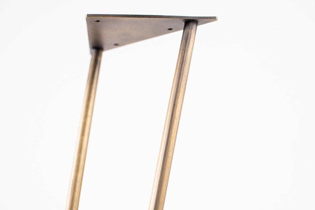 Terminación de hairpin legs acabados en bronce envejecido