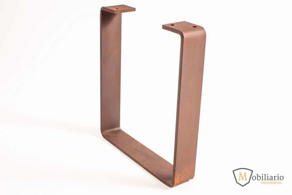 pata de hierro con acabados en óxido y laca mate