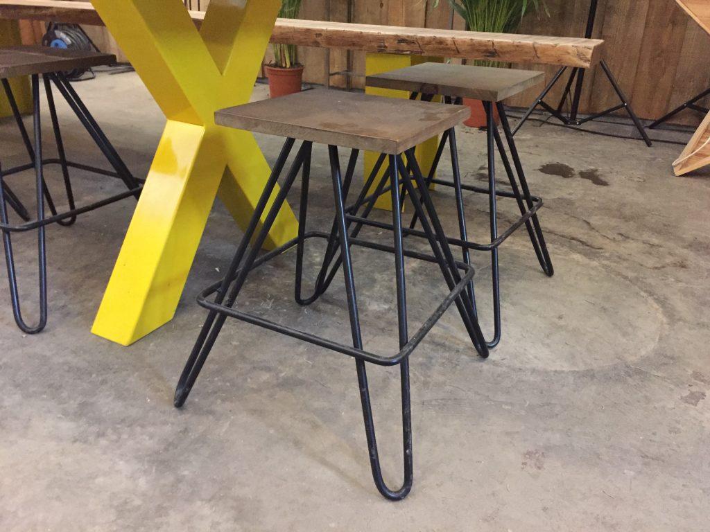 mesas y patas con diferentes acabados