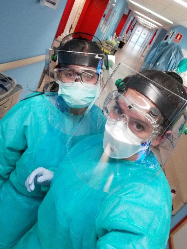 enfermeras con pantallas protectoras
