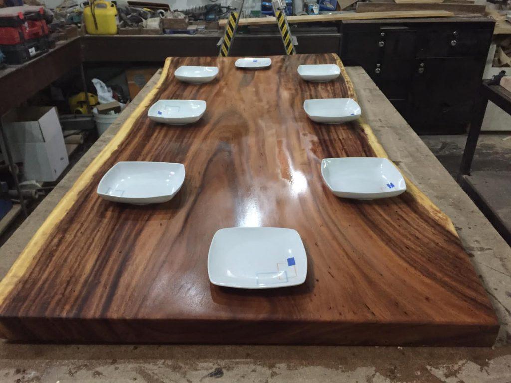 mesa con platos