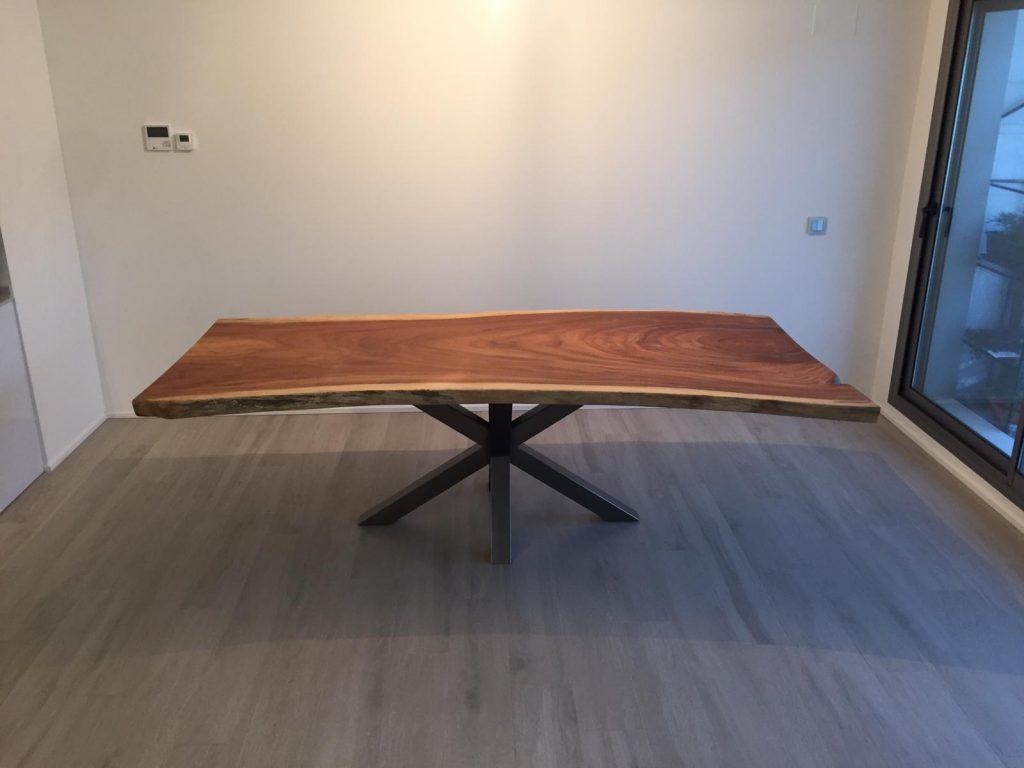mesa suar con pata robusta