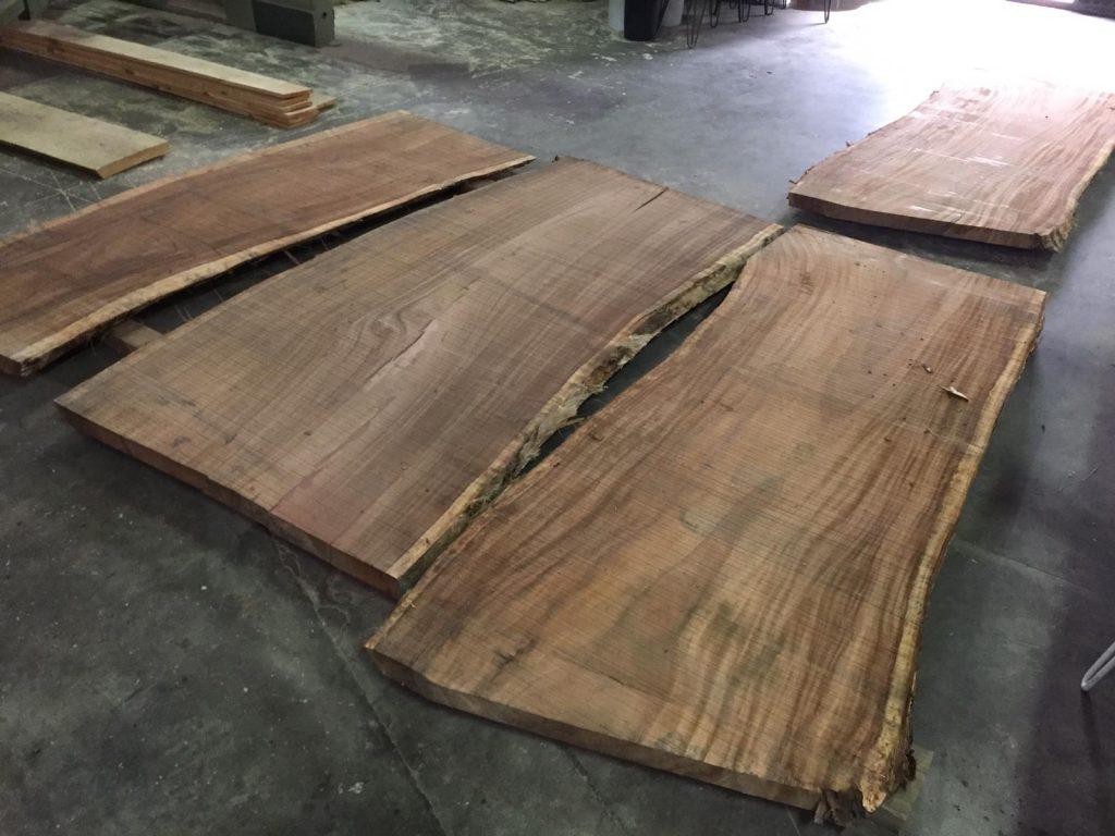 Piezas grandes de madera suar