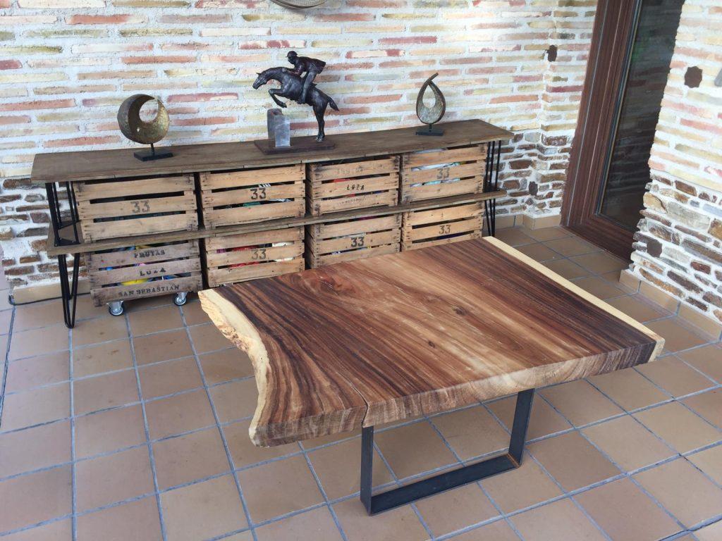 Mesa baja de madera suar